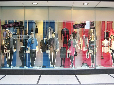 Основные правила оформления витрин в магазине одежды 82f975206f3